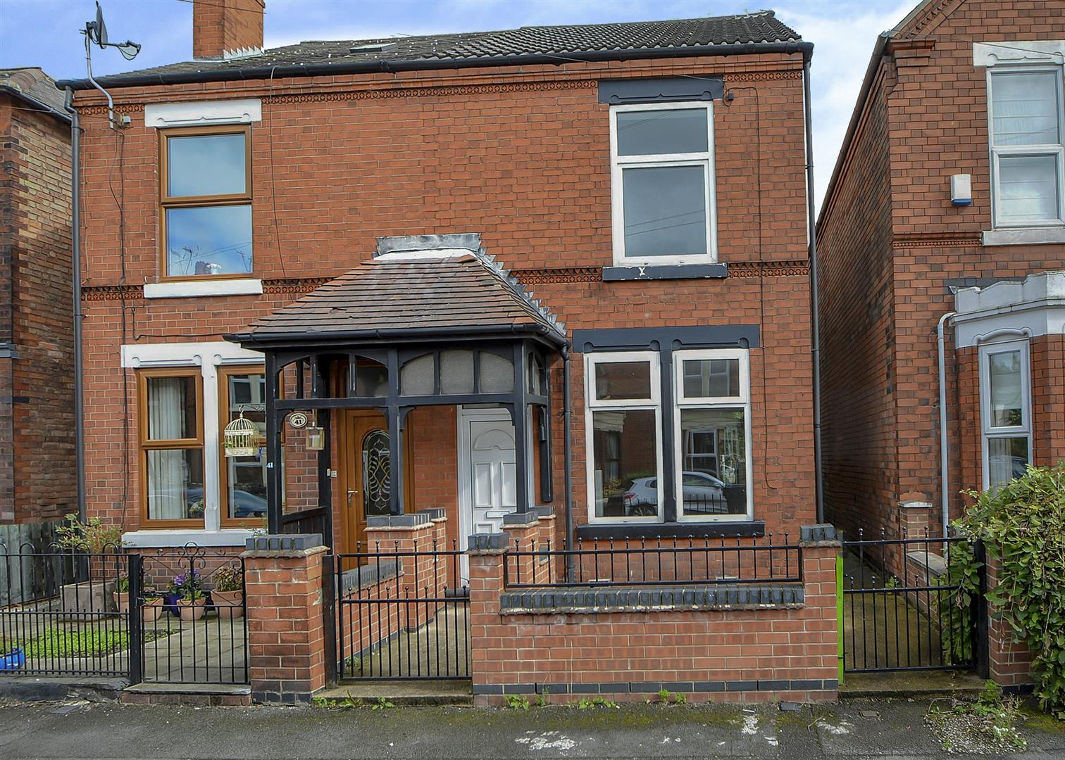 3 Bedrooms Semi Detached House for sale in Charlton Avenue, Long Eaton